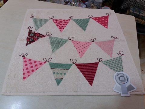 04-paño-cocina-blanco-triangulos-colores