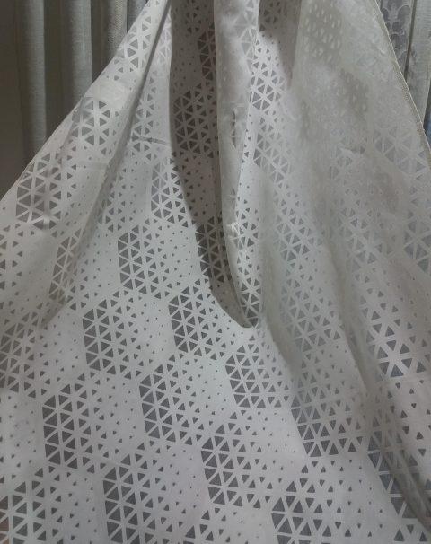 tejido estampado triángulos